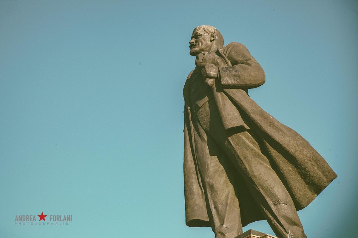 Statua di Lenin in piazza della Rivoluzione a Čeljabinsk, Russia. Lenin statue in Revolution square, Chelyabinsk, Russia.