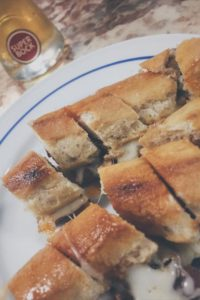 Street food: il leggendario Cachorro de la Gazela, a Porto.